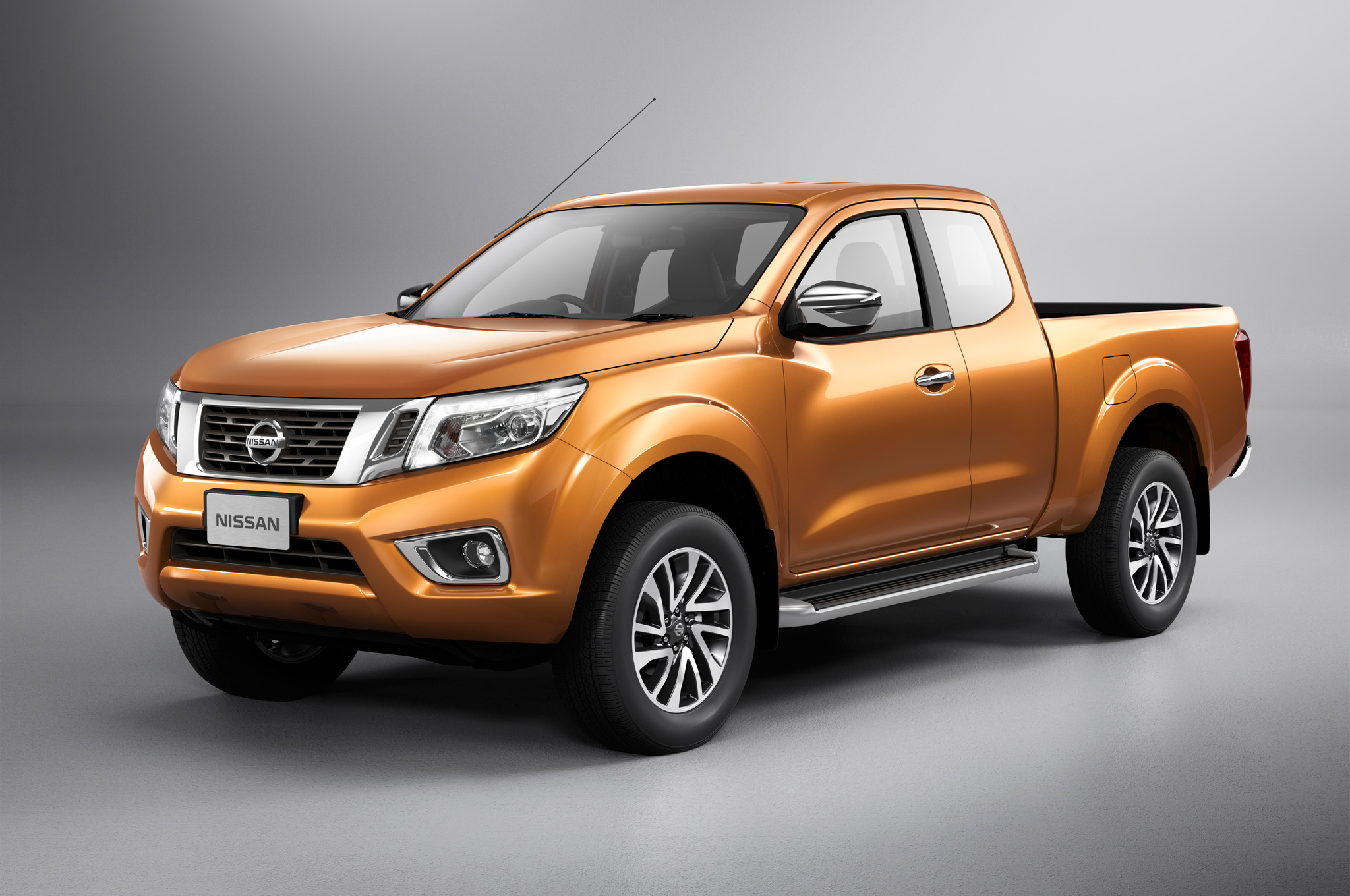 Nissan-NP300-Navara-12th-gen-King-Cab-front-side-view